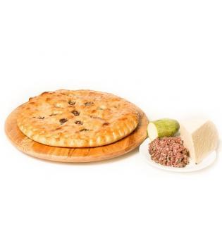 Осетинский пирог с говядиной, кабачками и сыром.